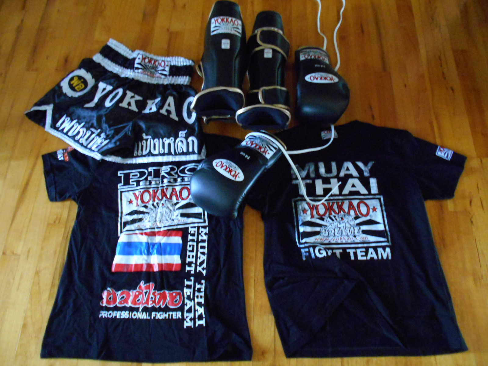 Yokkao black gloves - So Last Week I Got A Fresh New Pair Of Yokkao Shin Guards And Boxing Gloves I Ve Wanted To Get My Hands On This Gear For Some Time Now