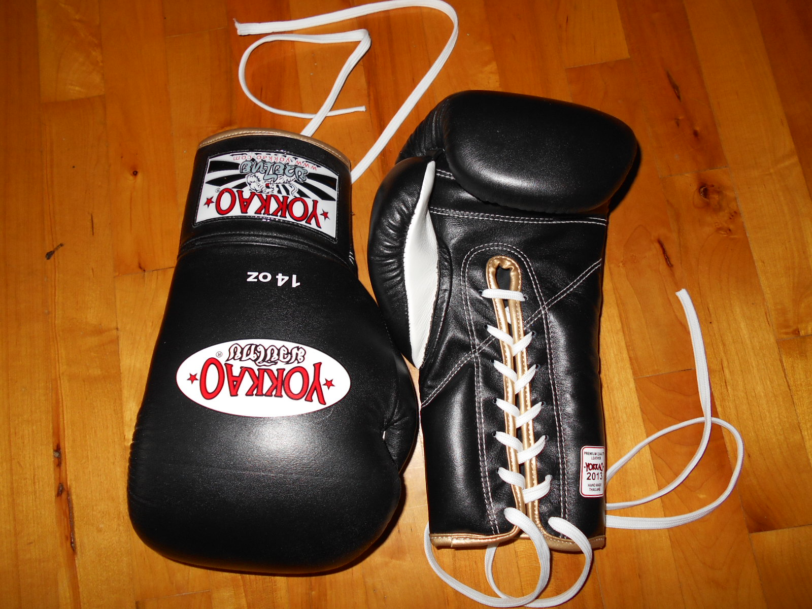 Yokkao black gloves - I Bought A Pair Of 14oz Black Lace Up Gloves And Became A Big Fan Of These Gloves The Second I Got Them On The First Thing I Look For When I